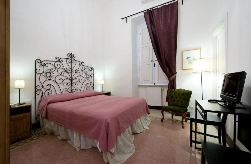 """Room """"Romantica"""" - Charming cosy-B&B-La Casa di Via Mecenate - Rome - rentals"""