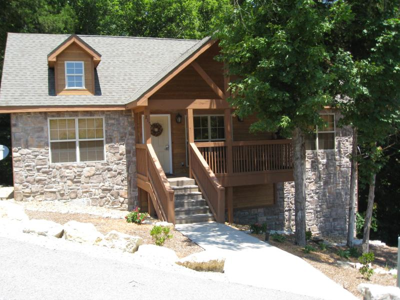 Cabin Exterior - Beautiful, Cozy Cabin in Gated Golf Community - Branson - rentals