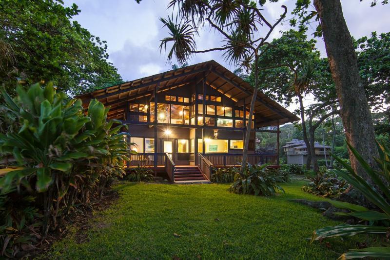 House at Sunset - 2 Bedrooms - Beachfront on Hana Bay - Hana - rentals