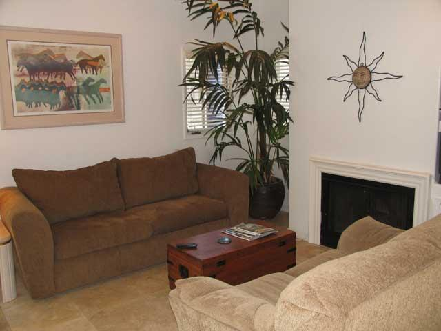 Living Room - This townhome has plush a living room with a fireplace and queen size sofa bed. - Ostend Townhouse 1 - San Diego - rentals