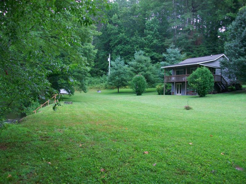 creekfront cabin - Cozy Cabin / park-like setting on rushing creek - Murphy - rentals