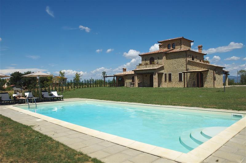 Large Farmhouse in Umbria for a Group - Casa Lago - Image 1 - Castiglione Del Lago - rentals