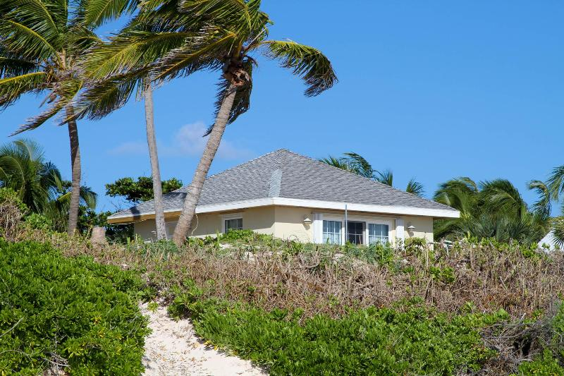 Wonderful Beachfront Cottage - Image 1 - Harbour Island - rentals