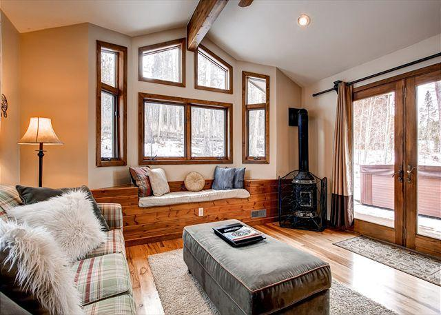 Bear Mountain Chalet Family Room Breckenridge Vacation Rentals - Bear Mountain Chalet Home Hot Tub Breckenridge Colorado House Rental - Breckenridge - rentals