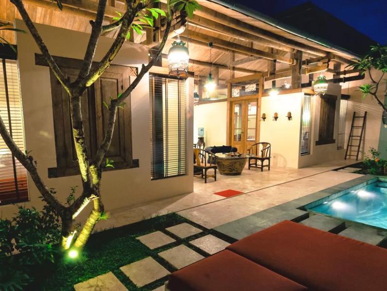 Villa courtyard, stunning day or night, with beautiful frangipani trees creating a cool oasis. - Bali Ginger Villa Private Pool Spoilt in Seminyak - Seminyak - rentals