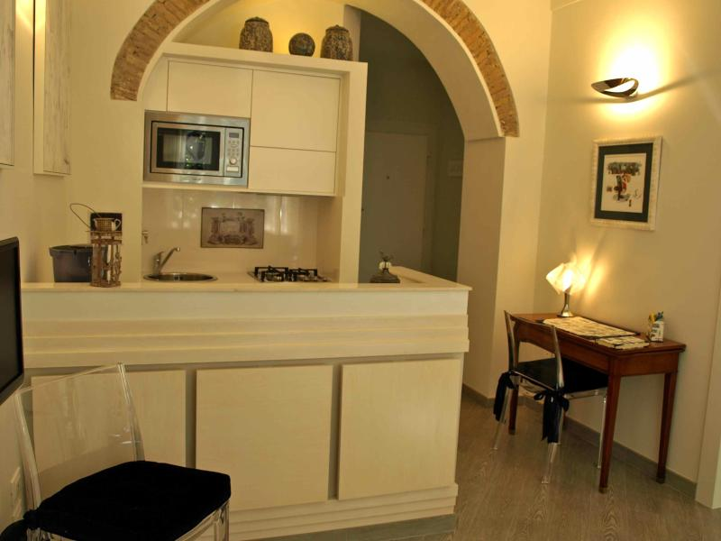 Living & Kitchen - A few mt. from Campo de Fiori,no need to take bus - Rome - rentals