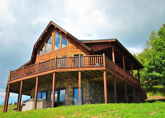 Exterior - Chalet on the Hill - McHenry - rentals