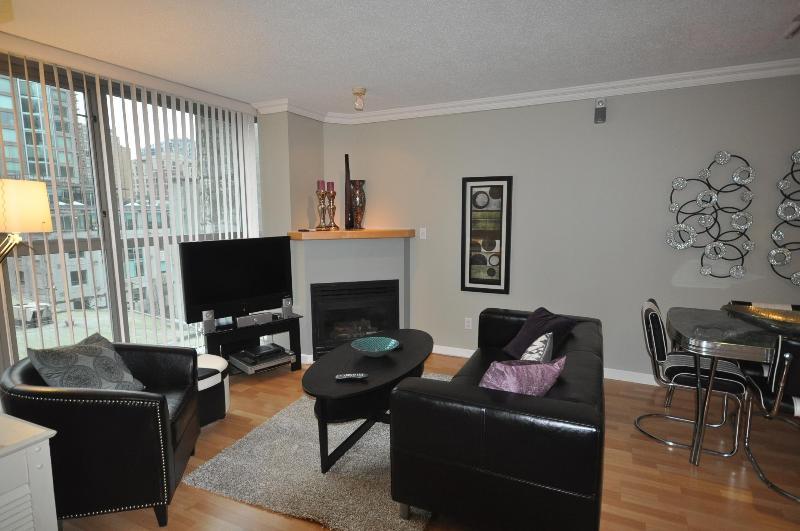 Living room - YALETOWN OPEN PLAN ONE BEDROOM - Vancouver - rentals