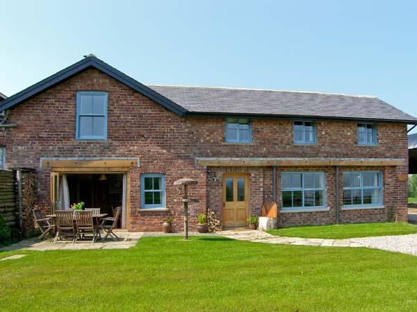 BOUSDALE MILL COTTAGE, luxury cottage with woodburner, king-size beds and panoramic views, near Great Ayton Ref 16853 - Image 1 - Great Ayton - rentals