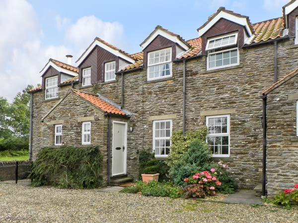 2 FLAT TOP COTTAGES, near York and scenic walks, pet-friendly, on the edge of Terrington Ref 18176 - Image 1 - Terrington - rentals