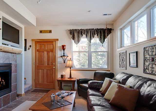 HS9082B Fantastic Condo w/Fireplace, Garage, Wifi, Pet Friendly - Image 1 - Silverthorne - rentals