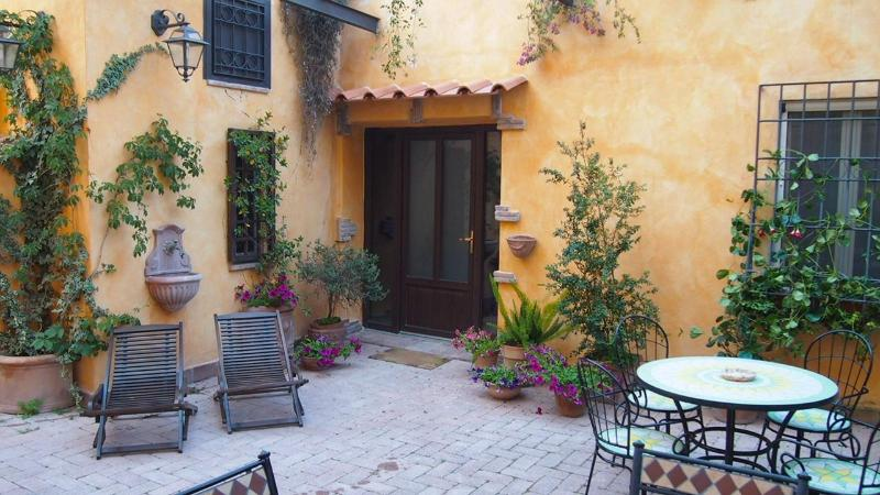 Entrance and courtyard - Apartment Cleo, courtyard, terrace, AC, wifi, park - Rome - rentals