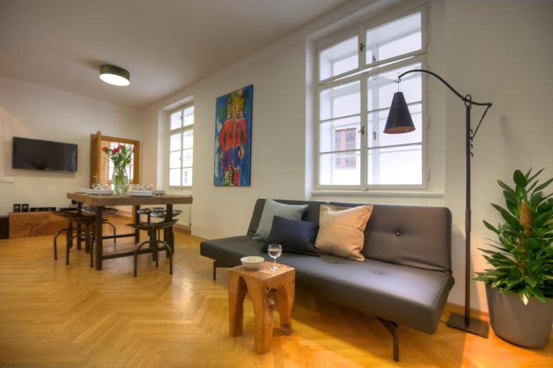 Three-Bedroom Downtown Apartment - Three-Bedroom Downtown Apartment - Prague - rentals