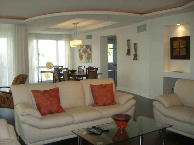 Grand Salon with 52 inch flatscreen/DVD - 250 ft to Sand Private Beach Fab Amenities Large! - Fort Lauderdale - rentals