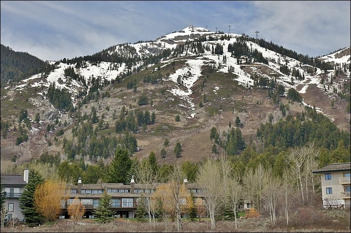 Exterior View of the Snowridge Townhomes & the Jackson Hole Ski Area. - Easy, Flat Walk to the Tram, Gondola, Ski School, Shops, Restaurants - Multiple Living Rooms, Private Sauna, Washer & Dryer In Unit (3517) - Jackson Hole Area - rentals