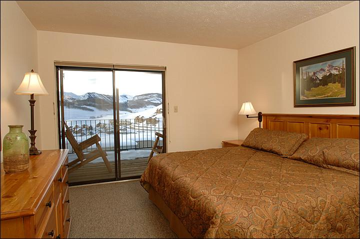 Master Bedroom (Representative Unit) - Great Accommodations at a Great Price - Beautiful Views of Paradise Divide (1120) - Crested Butte - rentals
