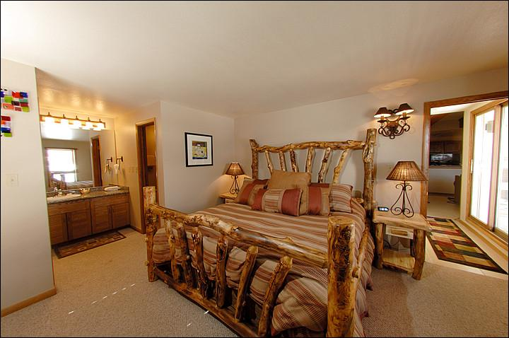 Master Bedroom (Representative Unit) - Warm and Welcoming Condo - Close to Mountaineer Square (1124) - Crested Butte - rentals