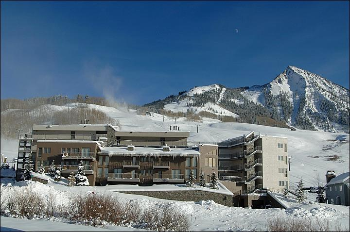 Enjoy Beautiful Mountain and Valley Views - Beautiful Gateway Condominium Unit - Easy Access to Several Lifts (1154) - Crested Butte - rentals