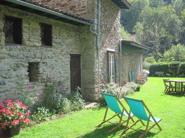 Charming stone cottage by a mountain stream in the heart of the Ariége  natural park - Charming Stone Cottage in the Park naturel Ariége - La-Bastide-de-Serou - rentals