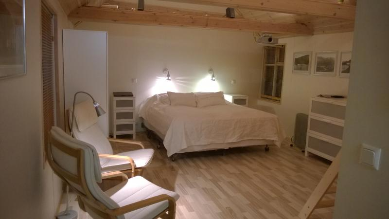 Living/bedroom - Self catering bungalow in the heart of Isafjordur. - Ísafjörður - rentals