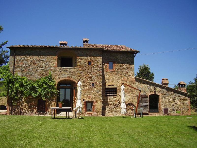 Podere Pievina, front of the property - Stunning Villa with Pool in Siena Countryside - Sinalunga - rentals
