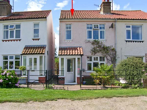 BROOK COTTAGE, with a woodburner and courtyard garden, pet-friendly in Sheringham Ref 18465 - Image 1 - Sheringham - rentals
