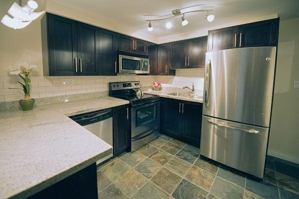 Kitchen with all stainless steel appliances - High End Luxury Townhouse, Downtown Vancouver Sleeps 6 - Vancouver - rentals