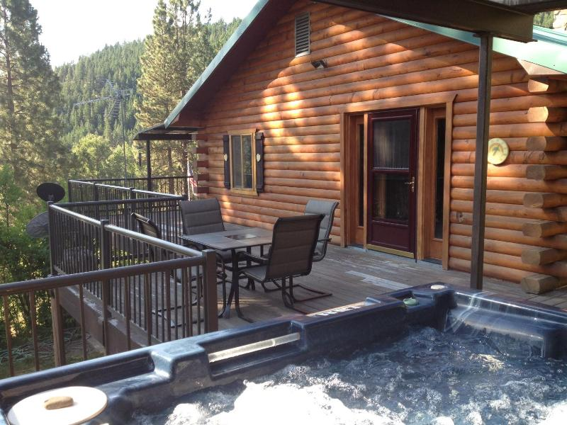 View of the lodge from the hot tub - Hummingbird Hill Resort Lodge - Theater, Art,Solar - Naches - rentals