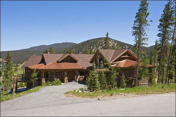 This Beautiful Home is Located in the Highlands Neighborhood - 5 Minute Drive To Slopes And Town - Gourmet Kitchen to Suit any Discerning Chef (13200) - Breckenridge - rentals