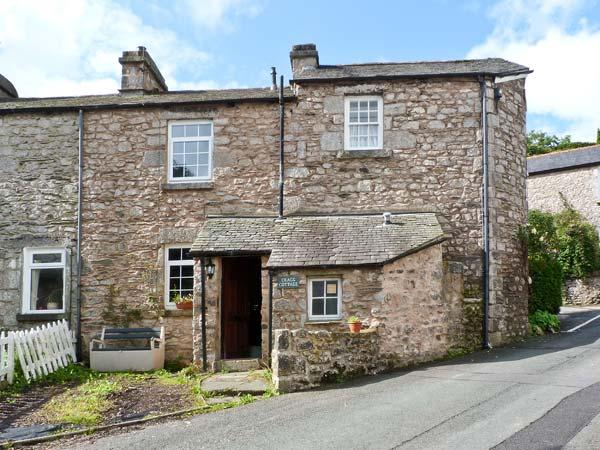 CRAGG COTTAGE, stone cottage, woodburner, patio, close pub in Lindale Ref 18424 - Image 1 - Lindale - rentals