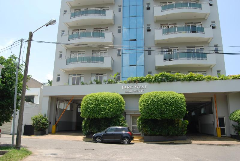 Outside View - 2+ Bedroom Condo, Exclusive, Havelock Town - Colombo - rentals