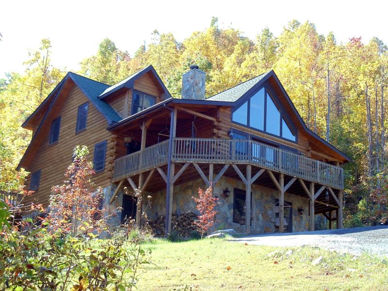 The lodge with large wraparound balcony - 5 BR, 4.5 Bath Mountain Log Home with Great Views - Black Mountain - rentals