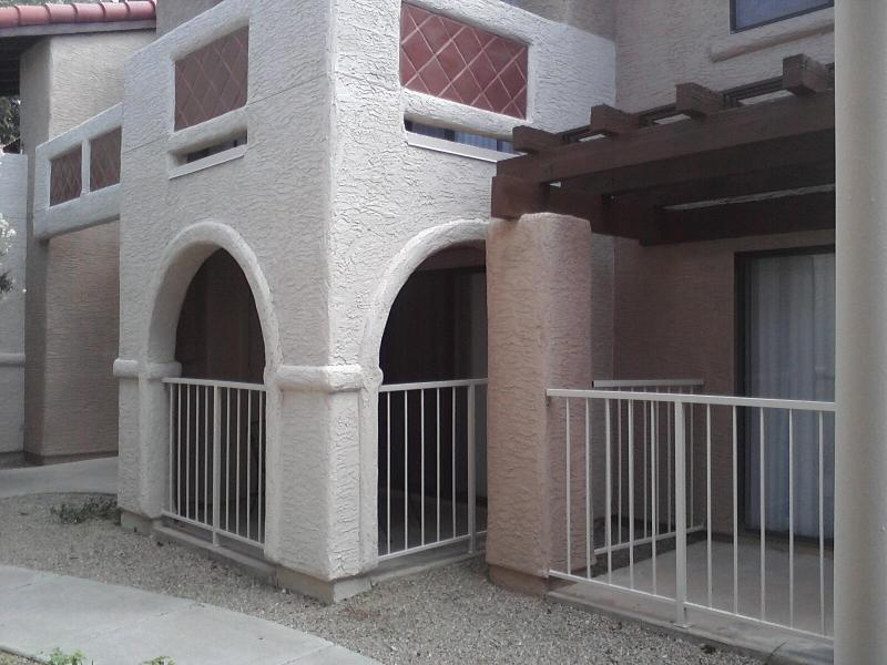 Start with our ground floor condo - Convenience, & Comfort for Vacation or Business - Glendale - rentals