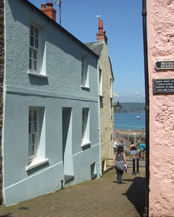 1 QUAY HILL, is a cottage close to the harbour and restaurants, with a garden, in the centre of Tenby, Ref 14444 - Image 1 - Tenby - rentals
