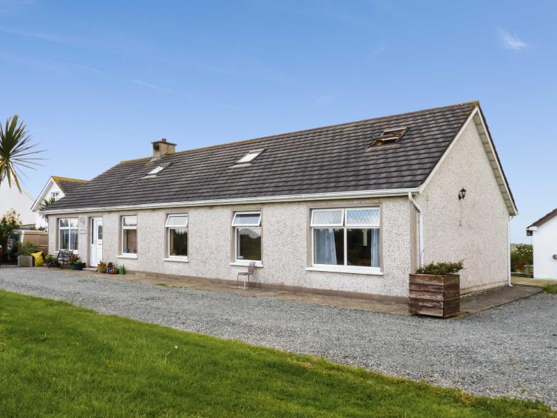 ARAS MHUIRE, two bedrooms, conservatory, walking distance to sandy beach, in Fethard-on-Sea, Ref 17780 - Image 1 - Fethard On Sea - rentals