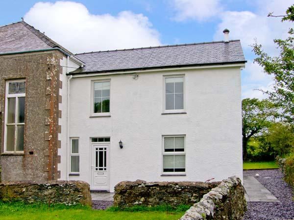 CHAPEL HOUSE, rural views, near beaches, off road parking, with a garden, in Elim, Ref 18490 - Image 1 - Elim - rentals