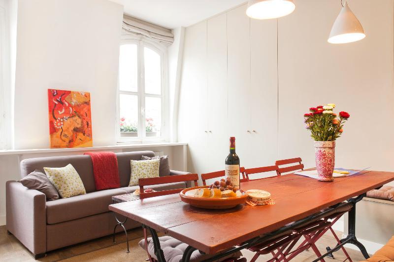 Stylish & Bright Central Paris * FREE SEINE CRUISE - Image 1 - Paris - rentals