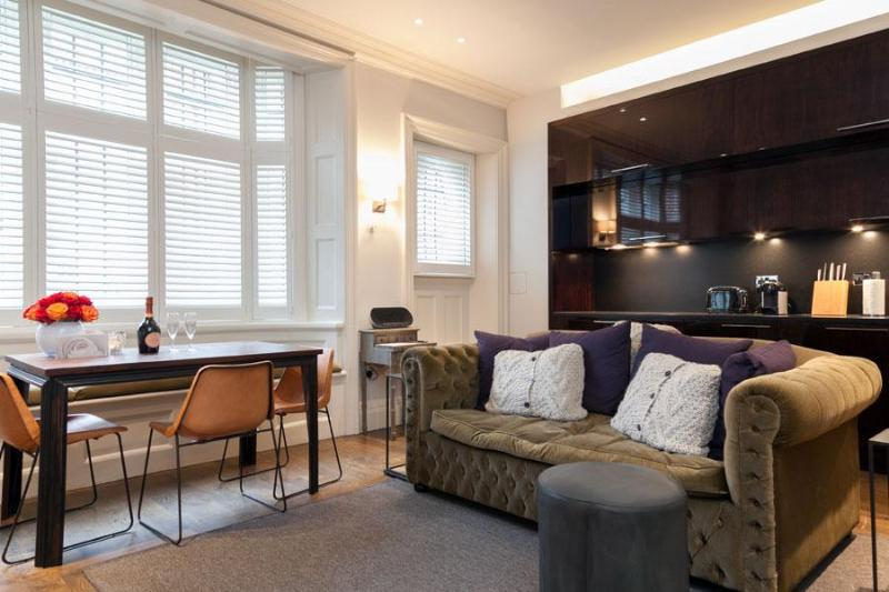 Stunning redbrick building in the heart of Mayfair - Image 1 - London - rentals