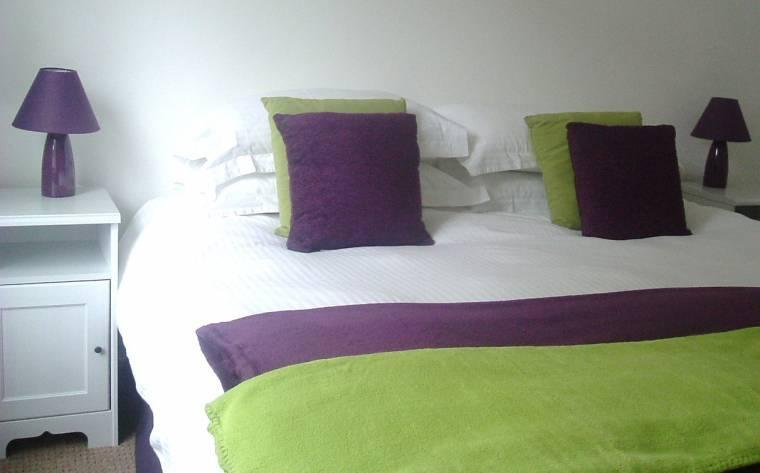 Master bedroom with super king bed or 2 single beds - Canongate Apartment - Edinburgh - rentals