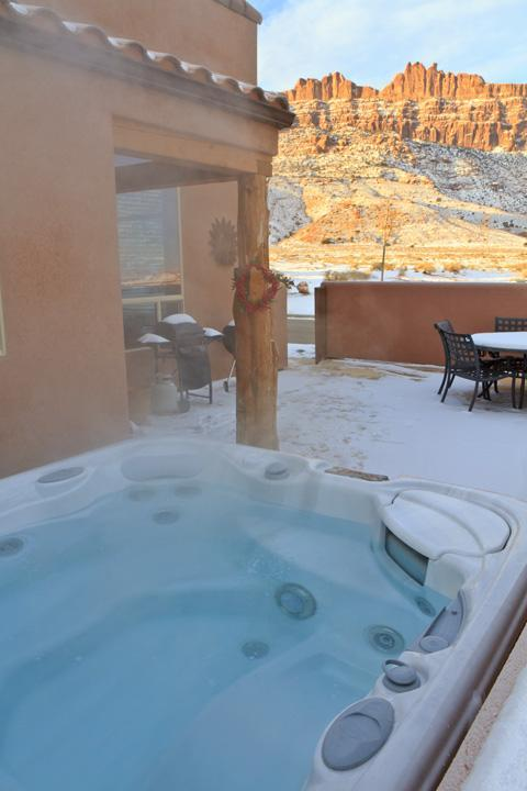Hot tub with Rim and La Sal Mt. views - 3BR w/ fireplace, pvt hot tub, unobstructed views - Moab - rentals
