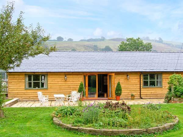 DOLLEY FARM COTTAGE, lovely views, hot tub, off road parking, with a garden, in Presteigne, Ref 14670 - Image 1 - Presteigne - rentals