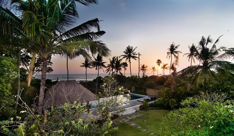 Sunset at Villa Kaira - BEACHFRONT PARADISE SEMINYAK, Perfect For All Ages - Seminyak - rentals
