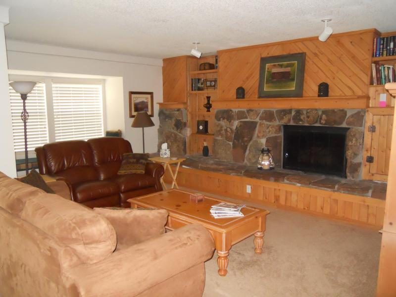Living room with gas fireplace, sofabed, dual leather recliner, flat screen TV w/DVD - From $89 per night - Downtown Breckenridge -2 bedr - Breckenridge - rentals