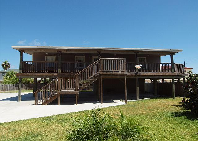 Exterior of Home - 3 Bedroom 2 Bath home right next to the city pool with plenty of boat parking - Port Aransas - rentals