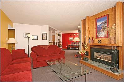 Living Room Looking Toward Dining Room - Cheerful 3BR Ski-in/Out Condo On the Blue River - Breckenridge - rentals