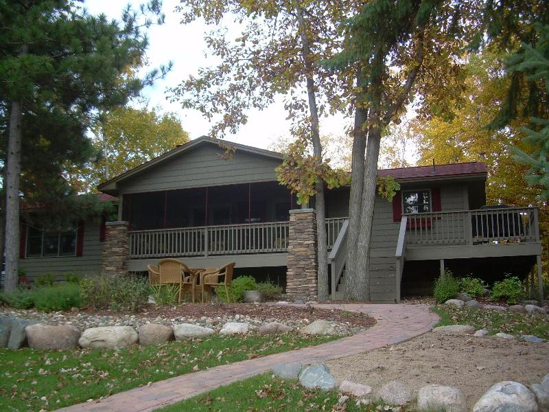 Cozy 4 Bedroom Lake House on the Whitefish Chain - Image 1 - Crosslake - rentals
