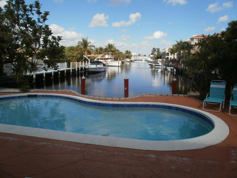 waterfront & pool - Cozy Duplex Waterfront, pet-friendly, pool - Lauderdale by the Sea - rentals