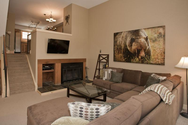 Gorgeous 2BD Winterpoint Home in Prime Ski-in Spot - Image 1 - Breckenridge - rentals