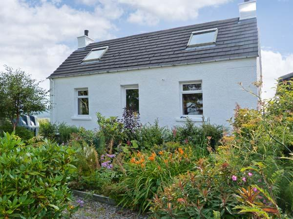 77/78 AIRD, lovely views, off road parking, with a garden and summer house, in Portree, Ref 16234 - Image 1 - Portree - rentals