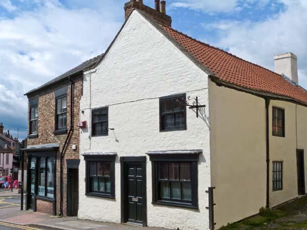 CATHEDRAL MEWS, character holiday cottage, WiFi, with a garden in Ripon, Ref 13899 - Image 1 - Ripon - rentals